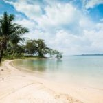 """Koh Chang (cont'd). Sleet versus crescent beach. Take your pick. <b><a href=""""http://www.holidaylettings.co.uk/rentals/koh-chang/1296461?utm_source=The+Local+Sweden&amp;utm_medium=CPA&amp;utm_campaign=Search+now+button"""" _blank""""="""""""">Find out more here</a>.</b>Photo: Holiday Lettings"""