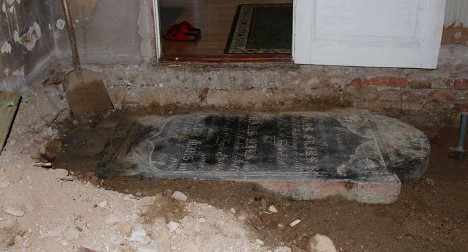 Swedes find 200-year-old gravestone in living room