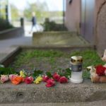 Tributes left to the young girl in Karlskrona.Photo: TT