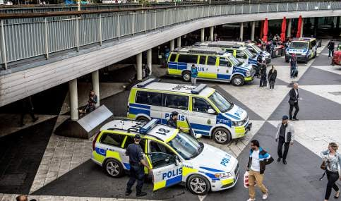 Swedish cops abandon cars in salary protest