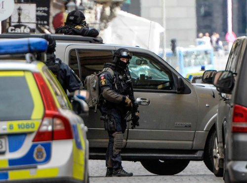 Bomb threat shuts down central Stockholm