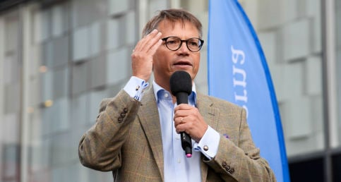 Christian Democrat leader attacked with cake