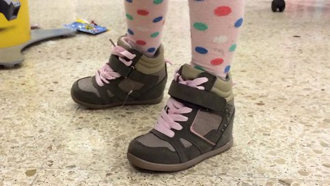 Swedish store scraps high heels for toddlers