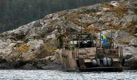 Sweden ready to use force to surface sub