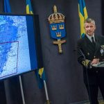 Commander Jonas Wikström showing a map of the investigated area at a press conference held on Saturday.Photo: Jonas Ekströmer/TT