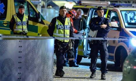 Arrest after 'bomb' in Stockholm mall