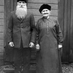 The coachman C. P. Lundström, born in 1851, and his wife, name not given. They lived on Södra Trädgårdsgatan in Gävle.