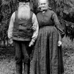 The gardener Fredrik Fröding, born in 1854, and his wife, who is not named.