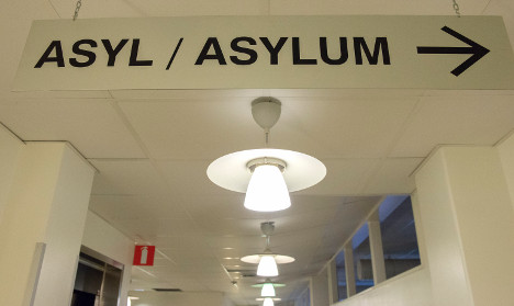 Sweden to hire 1,000 to ease asylum flow