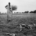 1st place, Everyday Life (International). May 8th 2014: A man looks at the remains of one of the many casualties from the fighting in Leer, a small town in Unity State, South Sudan. Photo: Jacob Zocherman (Frilans, SvD, Kontinent)/Årets Bild