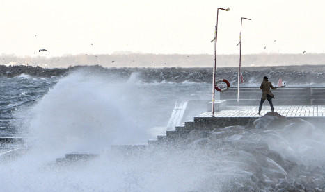 Hundreds without power as storm Svea spreads