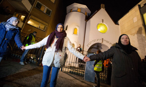 Swedes to form 'ring of peace' at synagogue