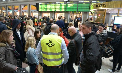 Commuters hit by rush hour cable fire in capital