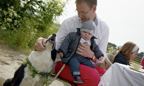 Swedish dads told to take more paternity leave
