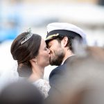 Lovely picture of the newly-wed couple kissing.Photo: Pontus Lundahl/TT