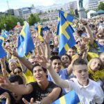 Thousands welcome home Sweden's heroes