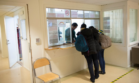 Refugees to Sweden face long wait for ID checks