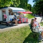 Sweltering Swedes flocked to the ice cream van on the hottest day of the year.Photo: Jessica Gow/TT