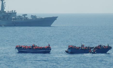Swedish ship rescues 800 migrants from sea