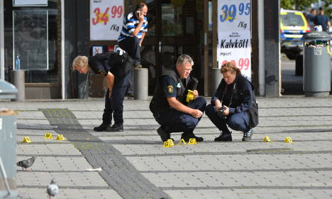One dead after shooting and stabbing in Rinkeby