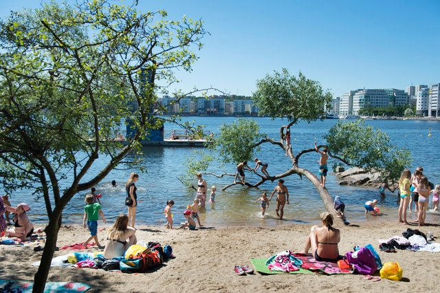 Seven hot tips to blend in on a Swedish beach