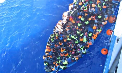 Swedes take 600 rescued migrants to dock in Italy