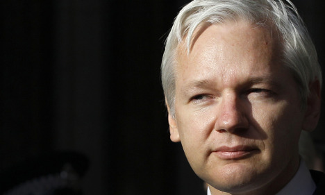 Assange lawyer: 'I'm still prepared to go to the UK'