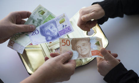 Sweden holds on to record low interest rate
