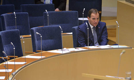 World goes nuts for 'lonely' Swedish PM pics
