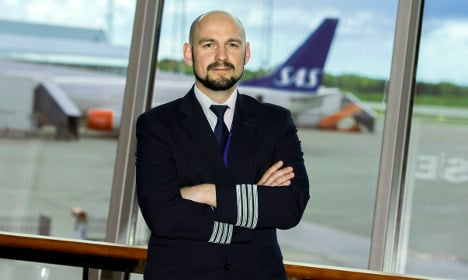Strike chaos averted after pilots sign deal