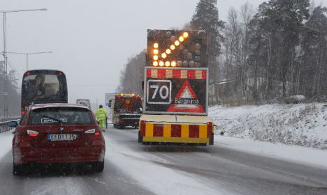 Rush-hour crashes as snow falls in Sweden