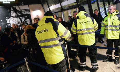Sweden set to keep ID checks over summer