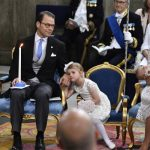 Sometimes, princesses get tired too. Estelle with her dad, Prince Daniel.Photo: Anders Wiklund/TT