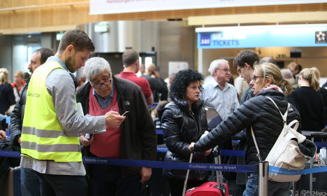 20,000 stranded as Swedish pilots strike for second day