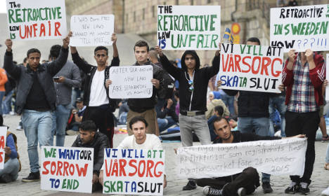 Hundreds more to protest tougher Swedish asylum laws