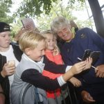 Time for a selfie! Pia Sundhage and some young football fans.Photo: Christine Olsson/TT