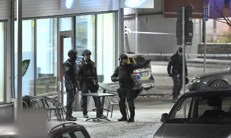 Police launch manhunt after deadly Stockholm shooting