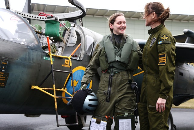 Sweden gets its first female fighter pilot in over 25 years