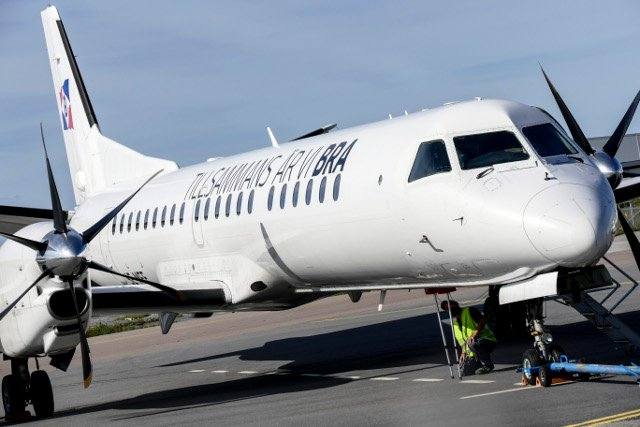 Plane evacuated in Stockholm after engine catches fire