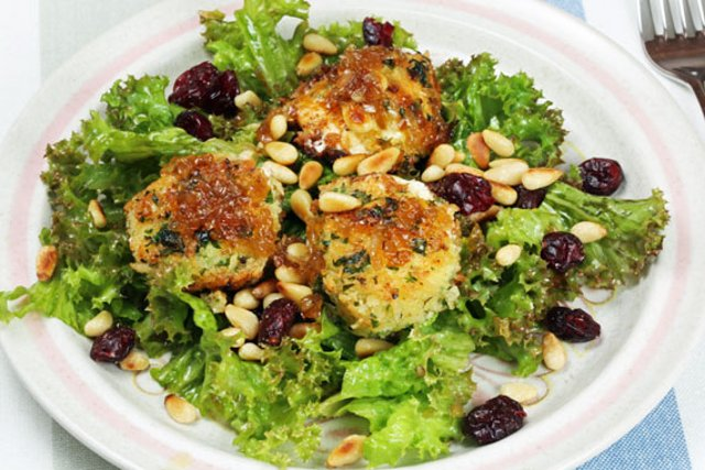 Swedish recipe: How to make warm goats' cheese salad with cranberries