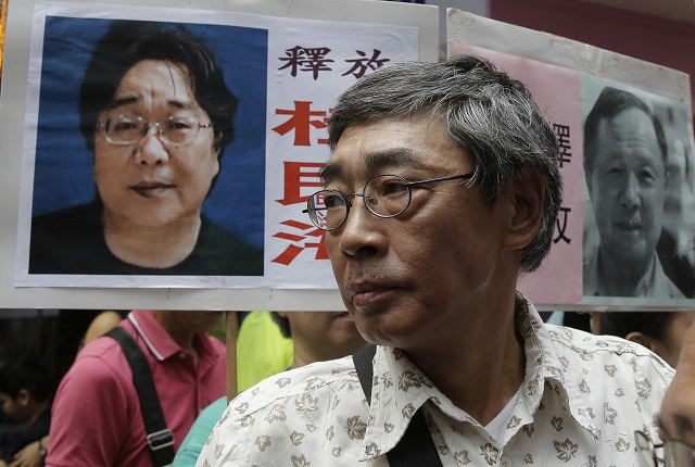 Dissident Swedish bookseller contacts family after being freed by China