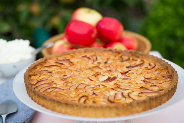 Recipe: How to make apple and almond tart