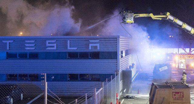 Police probe fire at new Tesla building in Malmö