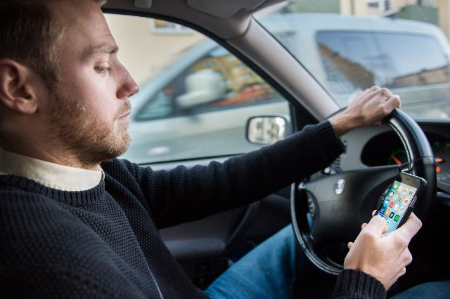 Sweden takes another shot at banning texting behind the wheel