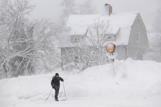Cold but sunny weekend after sudden snow flurries: forecast