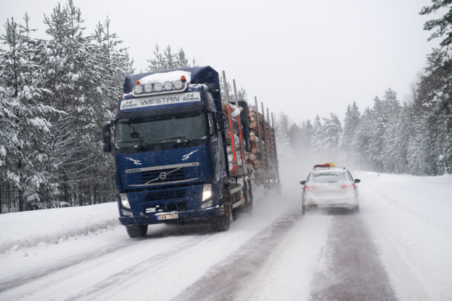 WATCH: Five tips for safe winter driving in Sweden