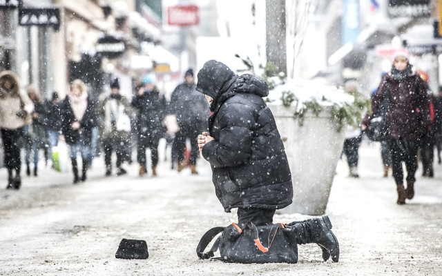Amnesty investigates reports Stockholm police move beggars away from city centre