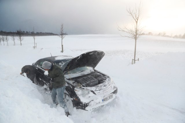 It's not over yet: More snow hits trains and roads in southern Sweden