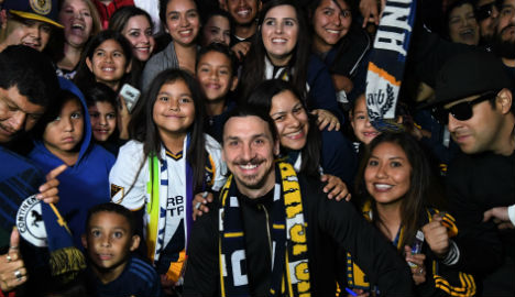 Zlatan mobbed by Galaxy fans in Los Angeles