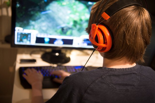 Gamers have just as many friends as non-gamers, Swedish researchers say